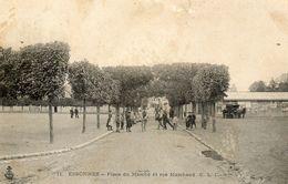 - ESSONNES -  Place Du Marché Et Rue Marchand  (bien Animée)  -9359- - Essonnes