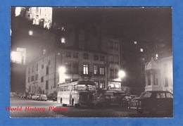 Photo Ancienne Snapshot - LYON - Place Saint Jean - Autobus à Identifier - Automobile Nuit Night Lumiére Light Fourviére - Cars