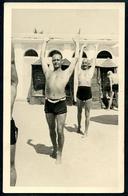 Foto 1934, 2 Herren Turnen Am Strand Von ??????, GRADO ???? Foto Rio - Gorizia