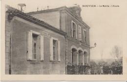 ROUTIER La Mairie - L'Ecole; Enfants Devant La Mairie Et L'Ecole ( Carte Animée ). - Autres Communes