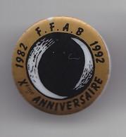 Pin's Thosca En Porcelaine De Limoges 1982 FFAB 1992 X ème Anniverv Fédération Française D'Aikido Et De Budo Réf 3985 - Pin's