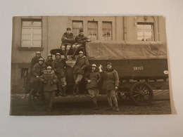 Carte Photo - Soldats, Militaires Du 121 ème Dont Une Femme - Casque Adrian - Camion 58152-9 - Képi Avec Grenade - Régiments