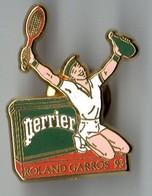 PIN'S SPORT TENNIS PERRIER ROLAND GARROS TENNIS ARTHUS BERTRAND - Tennis