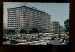 B9508 REPUBLIQUE DU SÉNÉGAL - DAKAR - LA PLACE PROTET AVEC VOITURES TRÈS ANIMÉE - Senegal