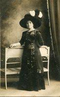 MUJER CON VESTIDO NEGRO, MODA ANTIGUA / WOMAN WITH BLACK DRESS, OLD FASHION / CIRCA 1900 POSTAL POST CARD -LILHU - Fotografie