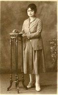 MUJER CON TRAJE DE FALDA, MODA ANTIGUA / WOMAN WITH SKIRT SUIT, OLD FASHION / CIRCA 1920 POSTAL POST CARD -LILHU - Mode