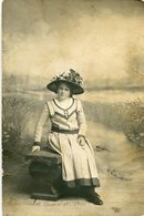 MUJER CON VESTIDO Y SOMBRERO, MODA ANTIGUA / WOMAN WITH DRESS AND HAT, OLD FASHION / CIRCA 1910 POSTAL POST CARD -LILHU - Mode