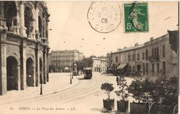 30 - NIMES - LA PLACE DES ARÈNES - Nîmes