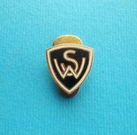 SC WACKER WIEN - Austria Football Soccer Club Very Old Enamel Buttonhole Pin Fussball Futbol Calcio Abzeichen Osterreich - Football