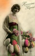 Joyeuses Pâques  Portrait D'une Jeune Dame Avec Oeufs Décorés Photo APN 1593 - Easter