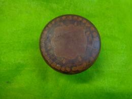 Boite A Pilule Ou Autre- Vide Avec Couvercle - Hauteur 3cm Diametre 4.8cm -bois A Identifier - Andere Verzamelingen