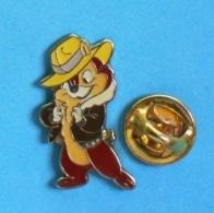 1 PIN'S  //  ** TIC / DE TIC & TAC / CHIP AND DALE EN ANGLAIS / 2 TAMIAS DES STUDIOS DISNEY / 1943 ** . (©Disne - Disney