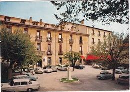 Aix-en-Provence: MERCEDES W110, 3x CITROËN AMI 6, SIMCA ARONDE, 1000, PEUGEOT 404 CABRIOLET, RENAULT DAUPHINE - Hotel - Toerisme