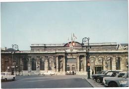 Bordeaux: PEUGEOT 404, 403, RENAULT 8, 4 - L'Hotel De Ville - (Gironde) - Toerisme
