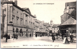 19 BRIVE - La Grande Place Et Hotel De Ville - Brive La Gaillarde