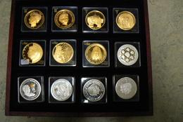 Pays-Bas. Très Beau Coffret De 12 Médailles Sur La Famille Royale - Royaux/De Noblesse