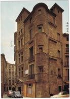 Pezenas: SIMCA ARONDE, 1500, CITROËN 2CV - Le Maison Des Templiers, Commanderie De Saint-Jean - (Hérault) - Toerisme