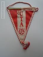 ZA139.2 Pin &  Fanion Soccer  Netherlands Feyenoord Vs Romania UTA Arad  Flag And Pin 1970 - Habillement, Souvenirs & Autres