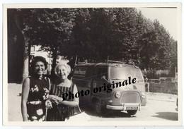 Autos Voitures Automobiles Cars - Photo Originale - RENAULT Estafette PUB Avenir Publicité - Avec 2 Femmes En 1965 - Automobiles