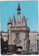 Bordeaux: CITROËN DS, 2CV & 2CV A, SIMCA ARONDE - La Porte Cailhau - (Gironde) - Toerisme