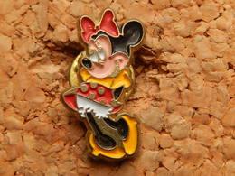 Pin's -  DISNEY - MINIE - Disney
