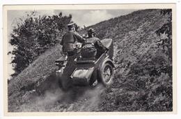 AK WK II Motorrad Mit Seitenwagen Im Gelände, Fotokarte (7988) - Ausrüstung