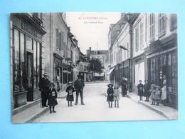 LIGNIERES - La Grande Rue -  Belle Animation A La Devanture Des Commerces -. TBE - Autres Communes