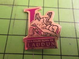 713E Pins Pin's / Rare & De Belle Qualité  THEME : BOISSONS / DIEU BACCHUS LES VIGNERONS DE LAUDUN - Beverages
