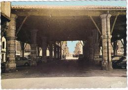 Gimont: CITROËN DS, RENAULT 4, 8 , 4-COMBI - La Halle - (Gers) - Toerisme