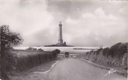 50.  LA HAGUE. LA ROUTE ET LE PHARE DE GOURY. ANNÉE 1954 - Francia