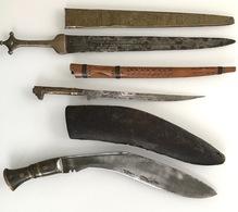 Lot De Trois Grands Poignards - Knives/Swords