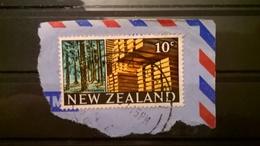 FRANCOBOLLI STAMPS NUOVA ZELANDA NEW ZELAND 1968 SU FRAMMENTO MOTIVI LOCALI - Nouvelle-Zélande