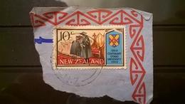 FRANCOBOLLI STAMPS NUOVA ZELANDA NEW ZELAND 1969 SU FRAMMENTO OTAGO UNIVERSITY - Nouvelle-Zélande