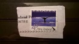 FRANCOBOLLI STAMPS NUOVA ZELANDA NEW ZELAND 2004 SU FRAMMENTO ATTRATTIVE TURISTICHE BALENE A KAIKURA - Nuova Zelanda