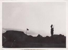 PHOTO ORIGINALE (13x18)   Frontiere De L Erythré  Une Sentinelle Monte La Garde - Guerre, Militaire