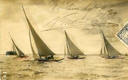 CUATRO VELEROS PEQUEÑOS NAVEGANDO / FOUR SMALL SAILBOATS SAILING BARCO BOAT SHIP POSTAL POST CARD CIRCULATED 1904 -LILHU - Voiliers