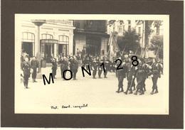 ARRIVEE A CHAMBERY DU DRAPEAU DES CHASSEURS ALPINS 1942 - PHOTO MAT 14x9 Cms COLLEE SUR CARTON NOIR - Guerre, Militaire