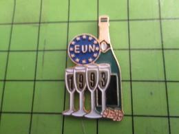 1015c Pins Pin's / Rare & De Belle Qualité  THEME : BOISSONS / Tirage Numéroté 28139 BOUTEILLE DE CHAMPAGNE  FLUTES1993 - Food