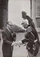 PHOTO ORIGINALE ( 13x18)  Mr Jean DRAPEAU Maire De Montreal Arrivé A Paris Ce Matin (hommage Au Soldat Inconnu) - Célébrités