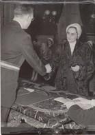 PHOTO ORIGINALE ( 13x18)   LAGNY SUR MARNE Mariage Posthume De Mle Jacqueline Tribout  Et De Jean Vernet Decedé En 1944 - Personnes Identifiées