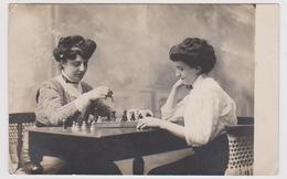 Dame Jouant Aux Jeux D échec - Cartes Postales
