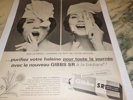 ANCIENNE PUBLICITE PURIFIEZ VOTRE HALEINE AVEC  DE GIBBS 1965 - Publicité