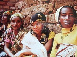 """CAMEROUN - """" JOLIESFEMMES EN  PLEINE CONVERSATION """" VOIR LES SCANS... - Cameroun"""