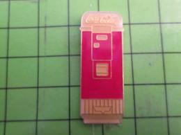 1117 Pins Pin's / Rare & De Belle Qualité  THEME : COCA-COLA Rare DISTRIBUTEUR DE BOISSONS - Coca-Cola