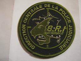 ECUSSON PATCH EN B.V VERT POLICE NATIONALE DCPJ LA BRI NATIONALE SUR VELCROS - Police & Gendarmerie