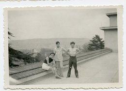 Jeune Homme Man Men Terrasse  Toit Roof Torse Nu Pyjama Reveil Difficile - Personnes Anonymes