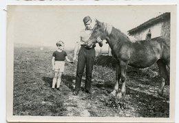 Jeune Homme Man Enfant Cheval Horse Poulain Beauty Papa Père Kid Fille Superbe 30s 40s - Personnes Anonymes