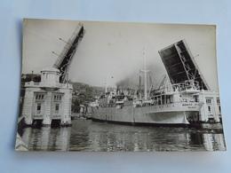 C.P.A. : BILBAO : Puente Generalissimo Franco, En 1961, Bateau AYALA - Vizcaya (Bilbao)