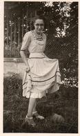 Photographie Vintage Anonyme Snapshot Femme Woman Fashion Mode Lunettes Glasses - Photos