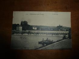 CPA VILLENEUVE Sur YONNE Datée De 1908 ?:  Le Barrage  ( Un Curé Debout Discute Avec Un Pêcheur Assis Sur La Rive ,etc) - Villeneuve-sur-Yonne